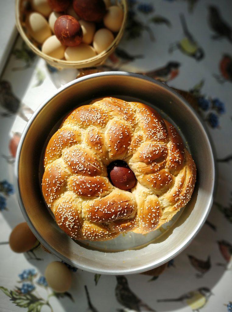 polikala tsoureki grecki chleb wielkanocny na Wielkanoc