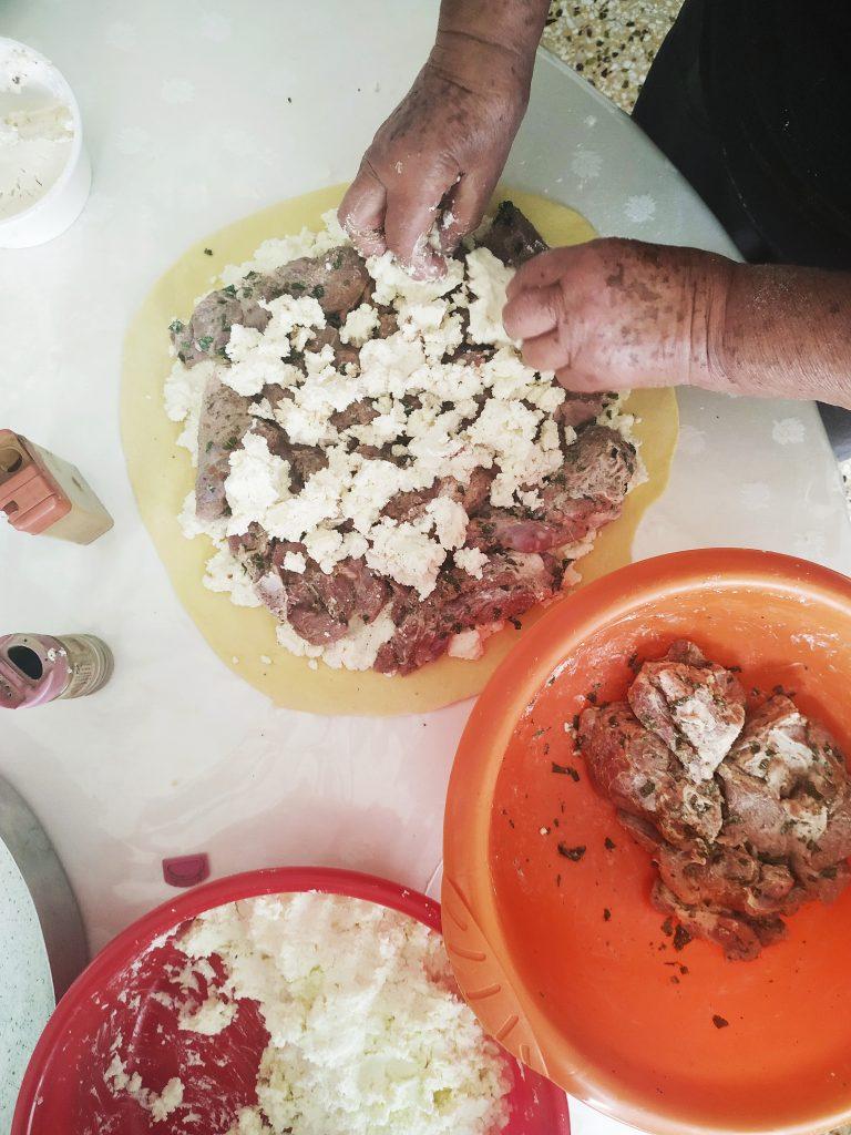 polikala kreatotourta tradycyjny kreteński placek z mięsem