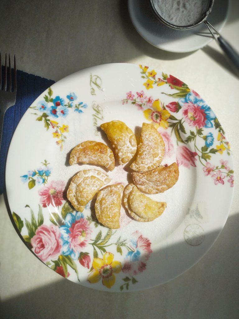 polikala kalitsounia me mizithra kreteńskie pierogi z serem z krety