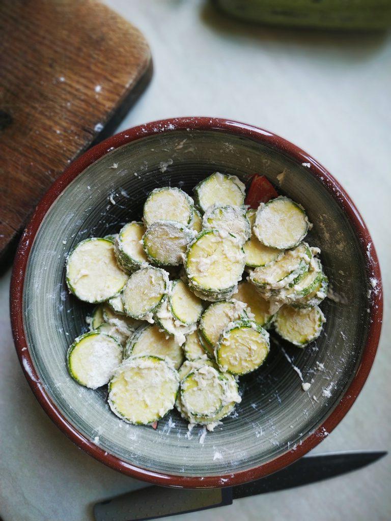 polikala balos laguna balos kolokithakia tiganita smażone cukinie po grecku smażona cukinia