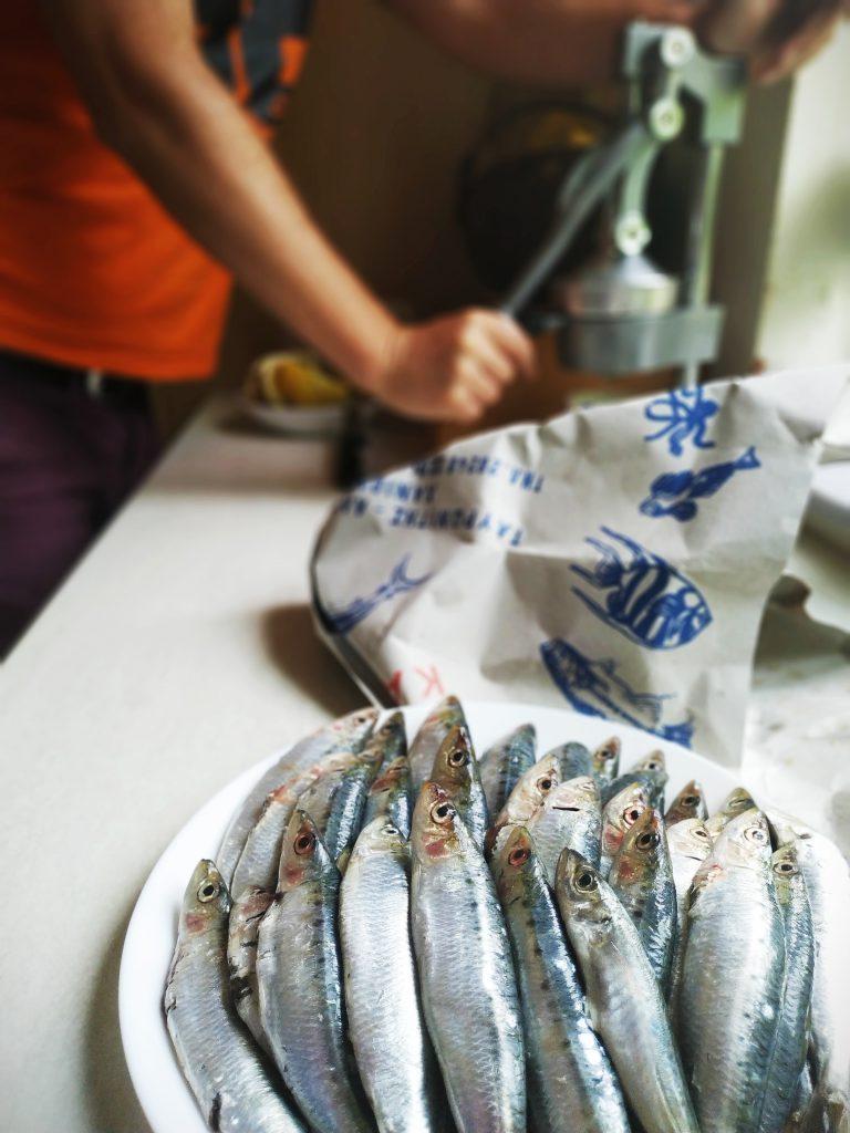 polikala smażone sardynki smażone sardele smażone rybki