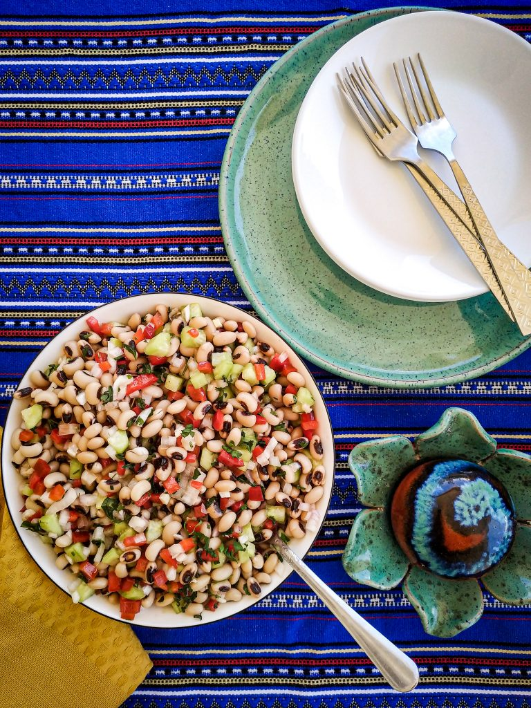polikala sałatka salatka z fasoli fasolki czarne oczko black eye mavromatika fasolia salata